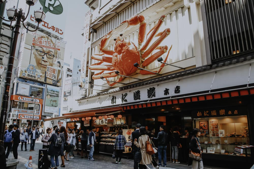 Bewegliche Krabbe des Kani Dōraku Restaurant in Osaka