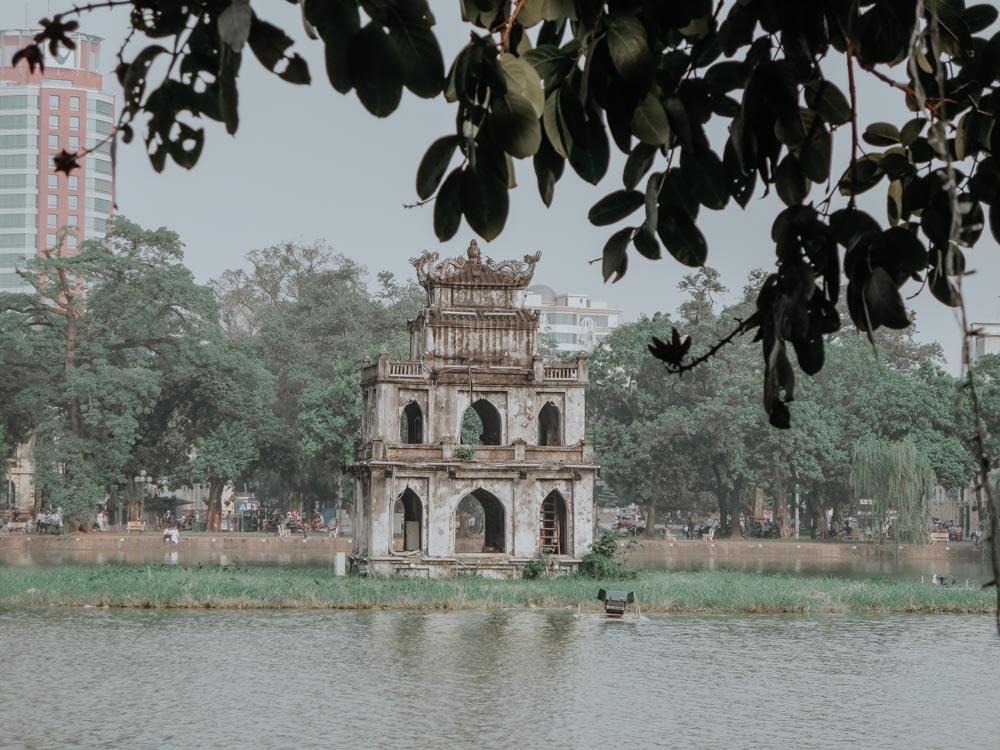 geniale Plätze in Hanoi: Turtle Tower am Hoan Kiem Lake
