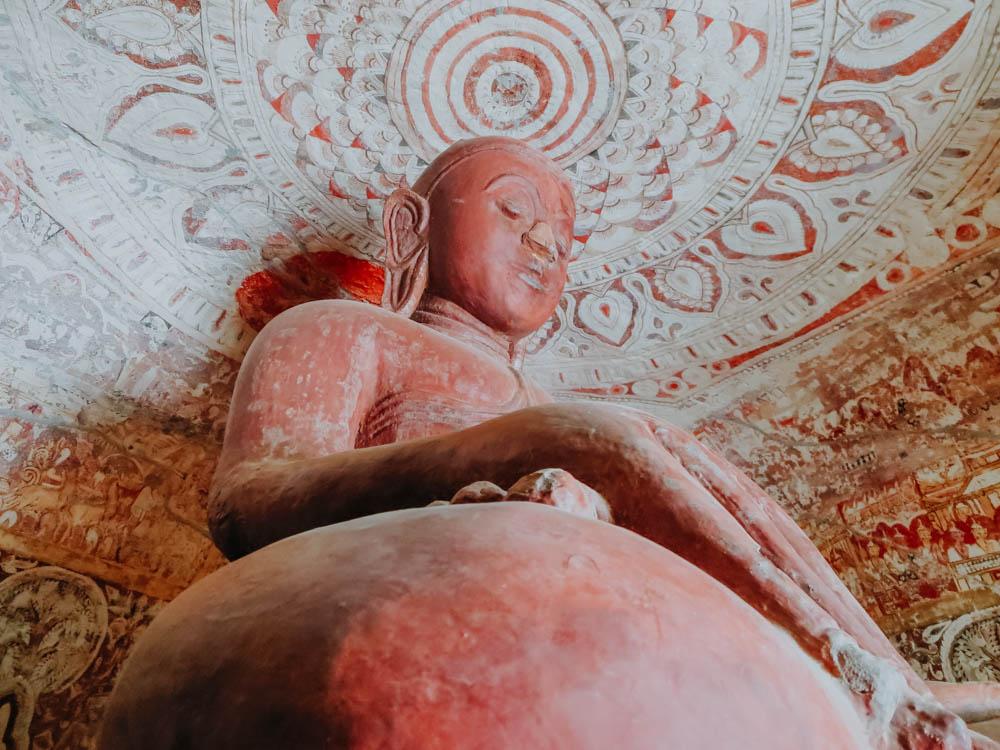 Buddha Statue in den Pho Win Taung Höhlen