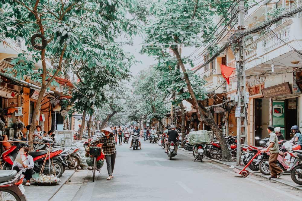 Belebte Straße in Hanois Old Quater
