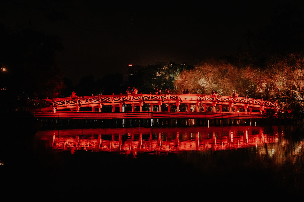 Hanois Huc Bridge bei Nacht