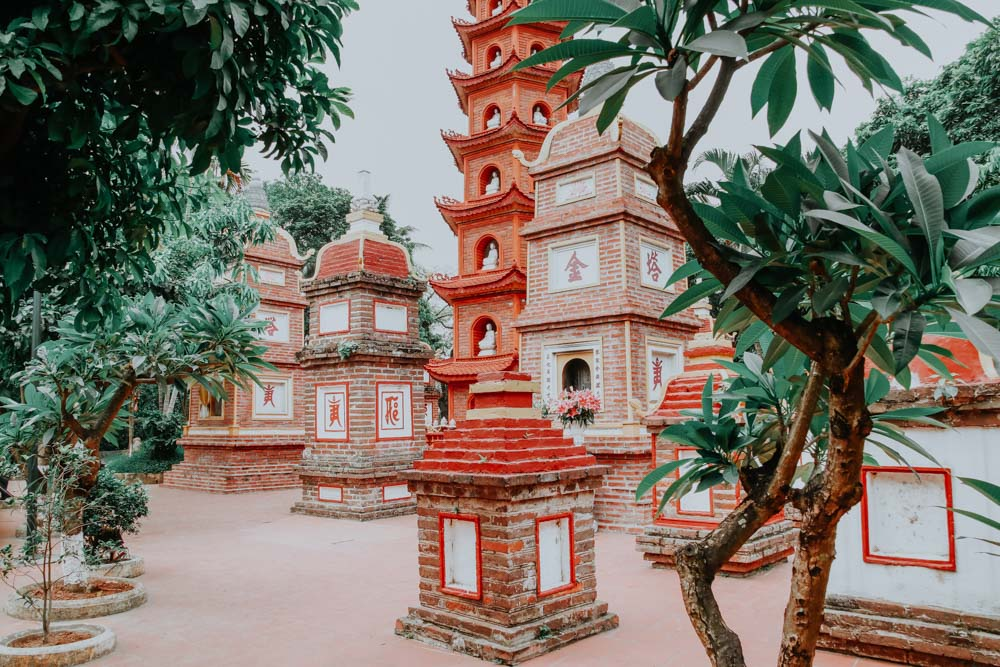 Tran Quoc Pagoda am Westsee in Hanoi