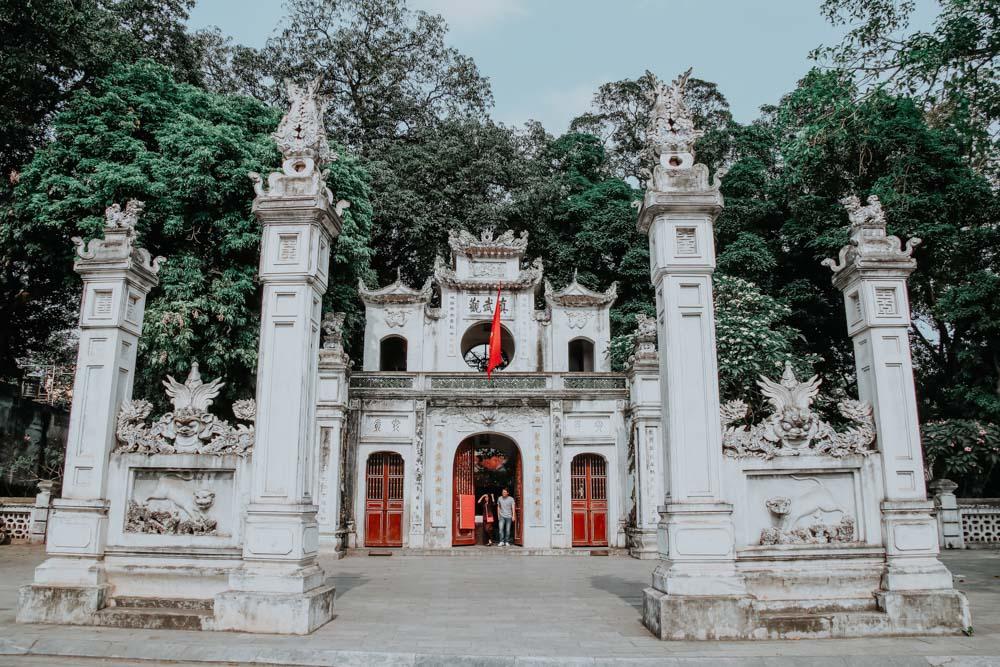 Eingang zum Garten des Quan Thanh Temple in Hanoi