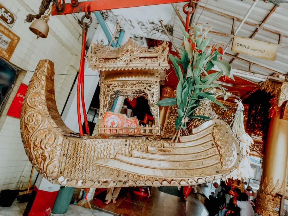 Sule Pagode Yangon Myanmar Gebetsboot