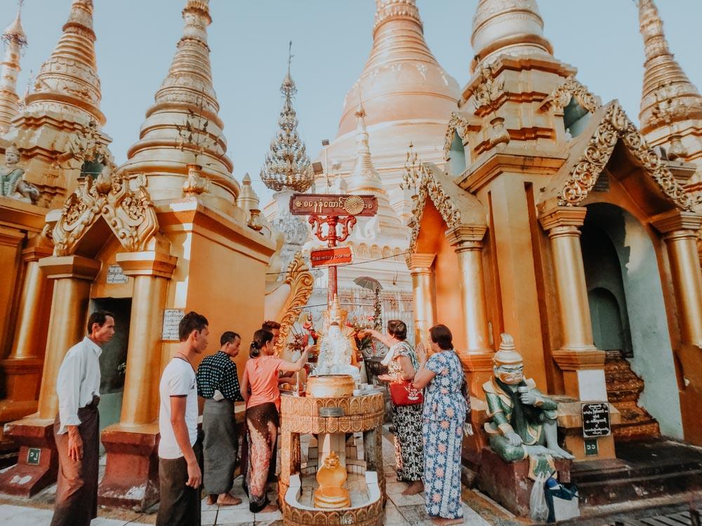MaHaBote Tierkreiszeichen Shwedagon Pagode Myanmar