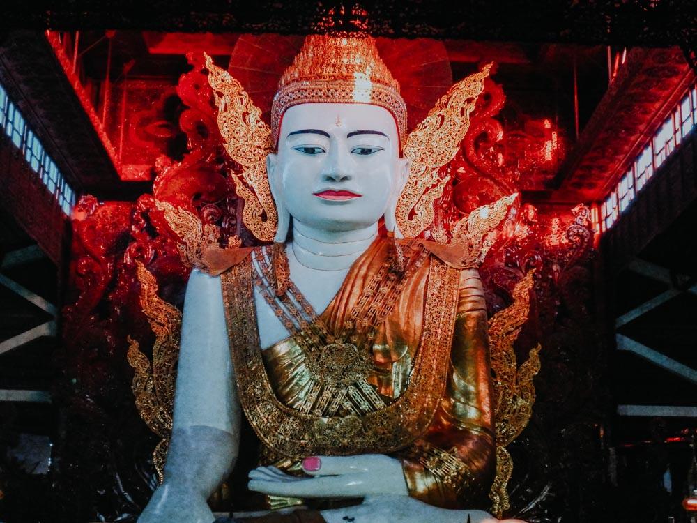 Amazing Myanmar 101 Things to See and Do - Buddha der Nga-Htat-Gyi Pagode