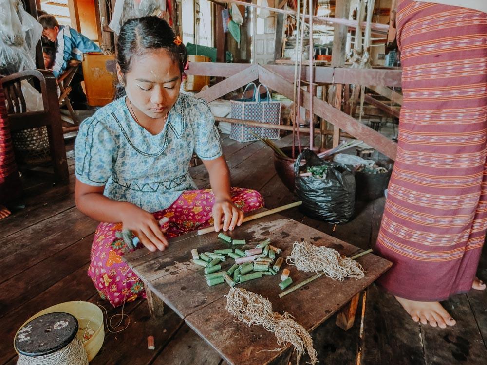 Must sees in Myanmar: Herstellung von Lotosseide am Inle Lake Myanmar