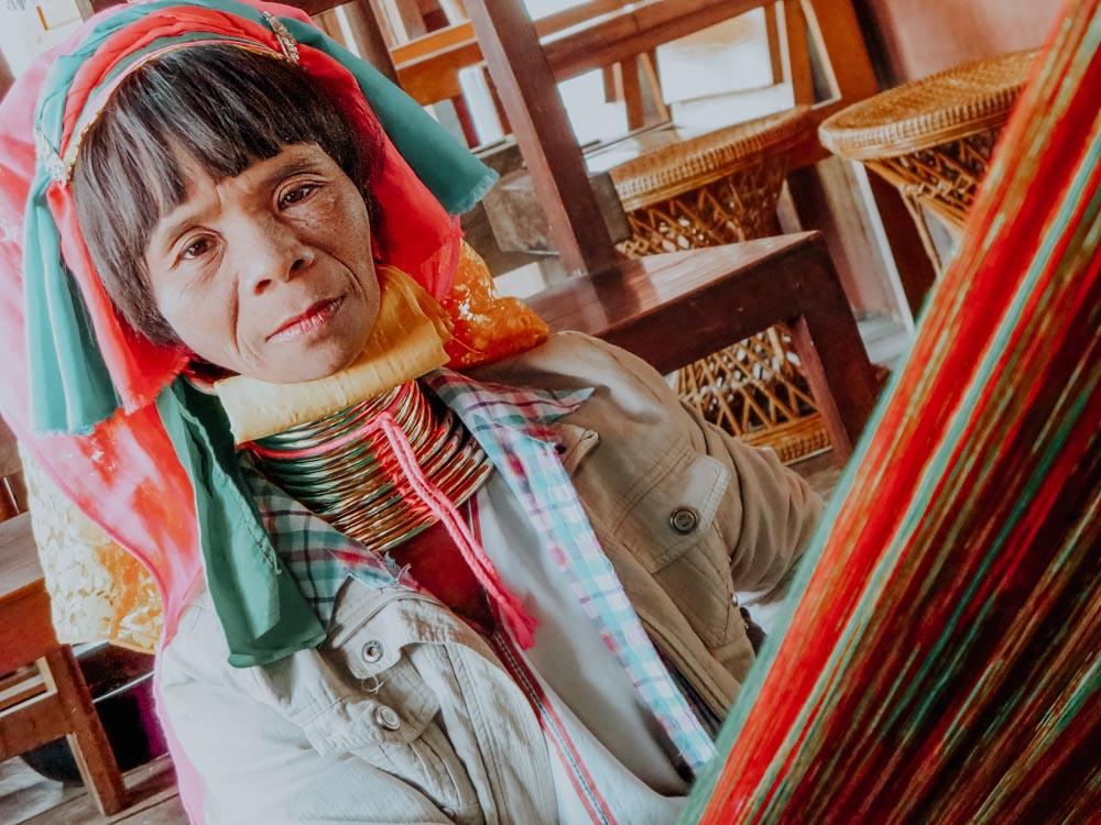 Must sees in Myanmar: Frau vom Stamm der Padaung