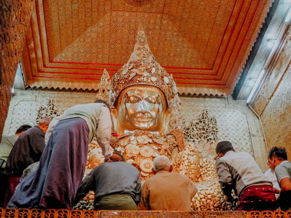 Must sees in Myanmar: Buddha Statue der Mahamuni Pagode in Mandalay