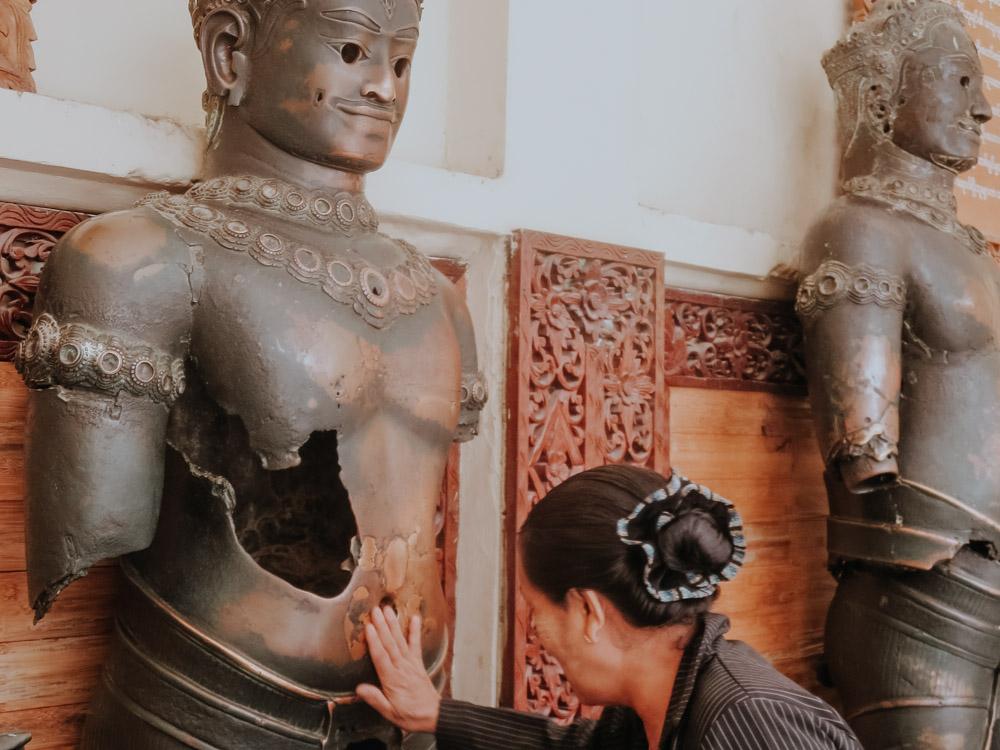 Angkor Statuen in der Mahamuni Pagode in Mandalay Myanmar