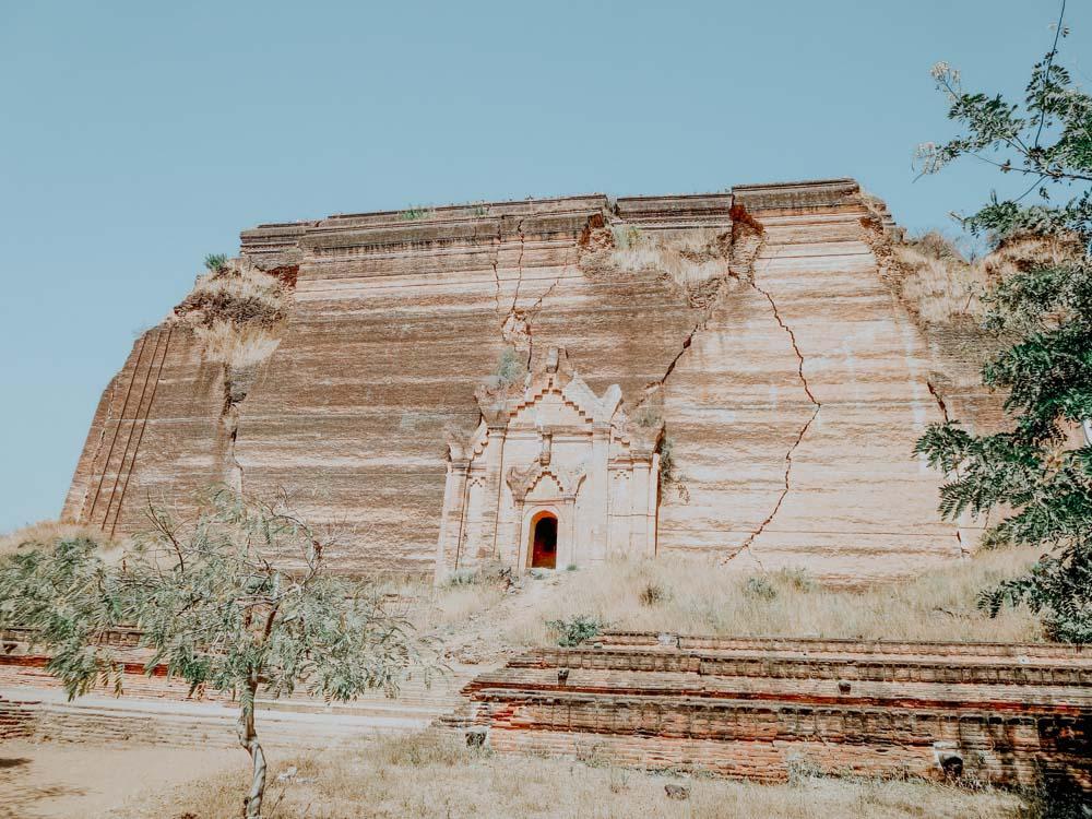 Must sees in Myanmar: gigantische unfertige Stupa von Mingun