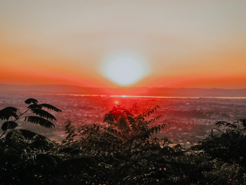 Sonnenuntergang am Mandalay Hill in Myanmar
