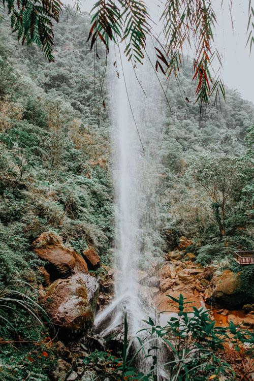 Hinter dem Motian Waterfall