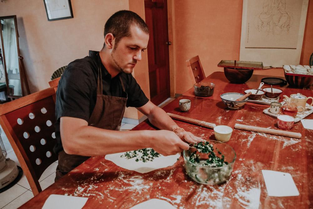 Taiwan DIY Workshops: Zubereitung von einem Green Onion Pancake in Jodie's Kitchen in Taipeh