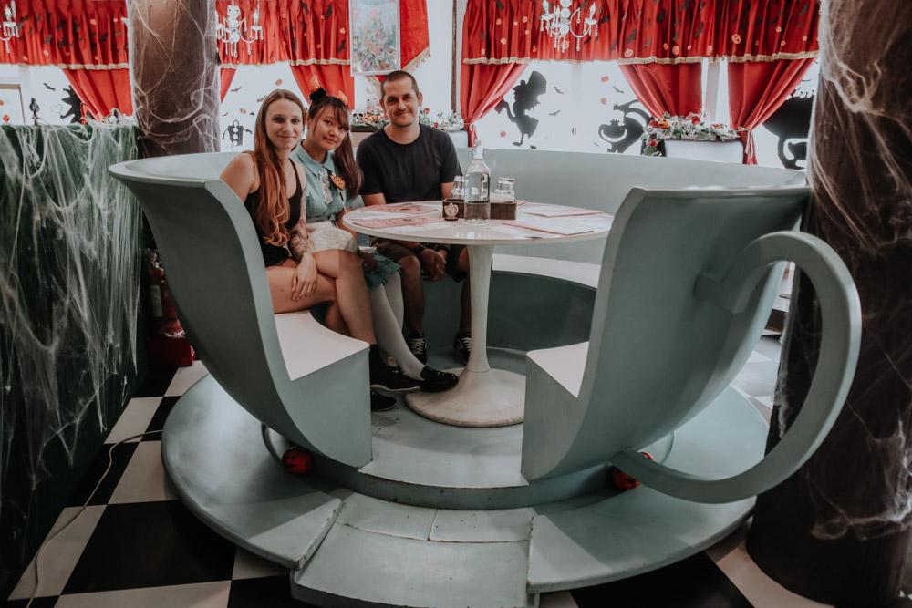 außergewöhnliche Cafés in Taiwan: Teetasse im Alice Is Coming in Taipeh