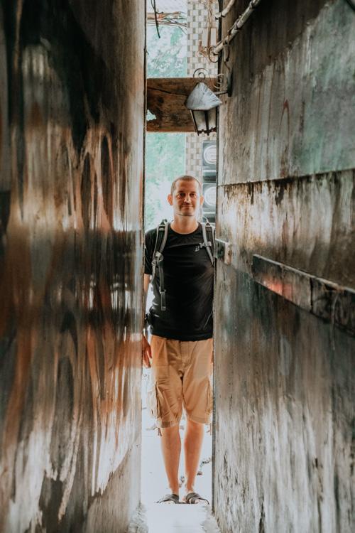 außergewöhnliche Cafés in Taiwan: Enge Gasse hinter der sich das Narrow Door Cafe in Tainan versteckt