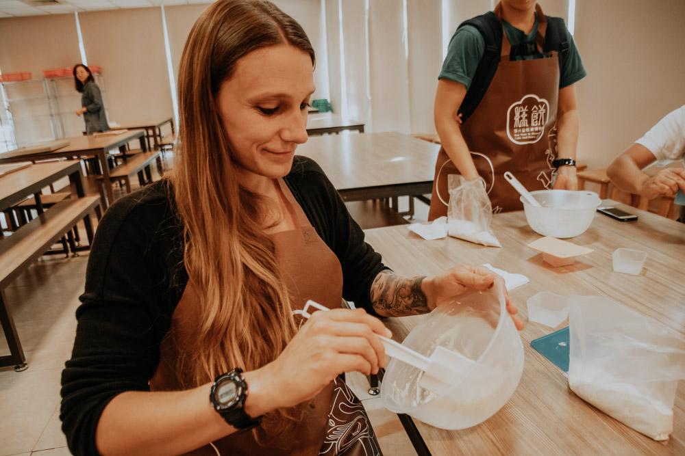 Taiwan DIY Workshops: Teigherstellung im Pineapple Cake Workshop in Taipeh