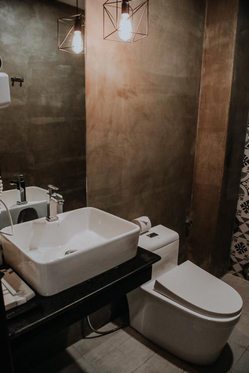 Badezimmer im Popular Hotel in Siem Reap