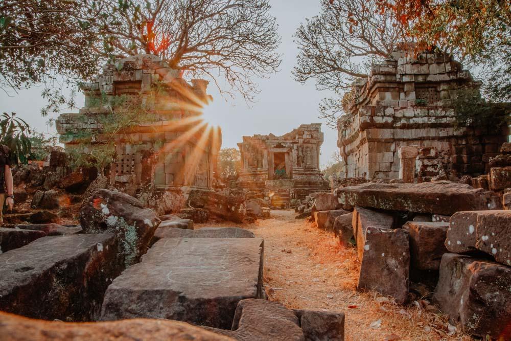 Untergehende Sonne im Phnom Bok Tempel