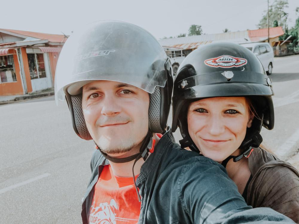 Wir am Roller auf Langkawi