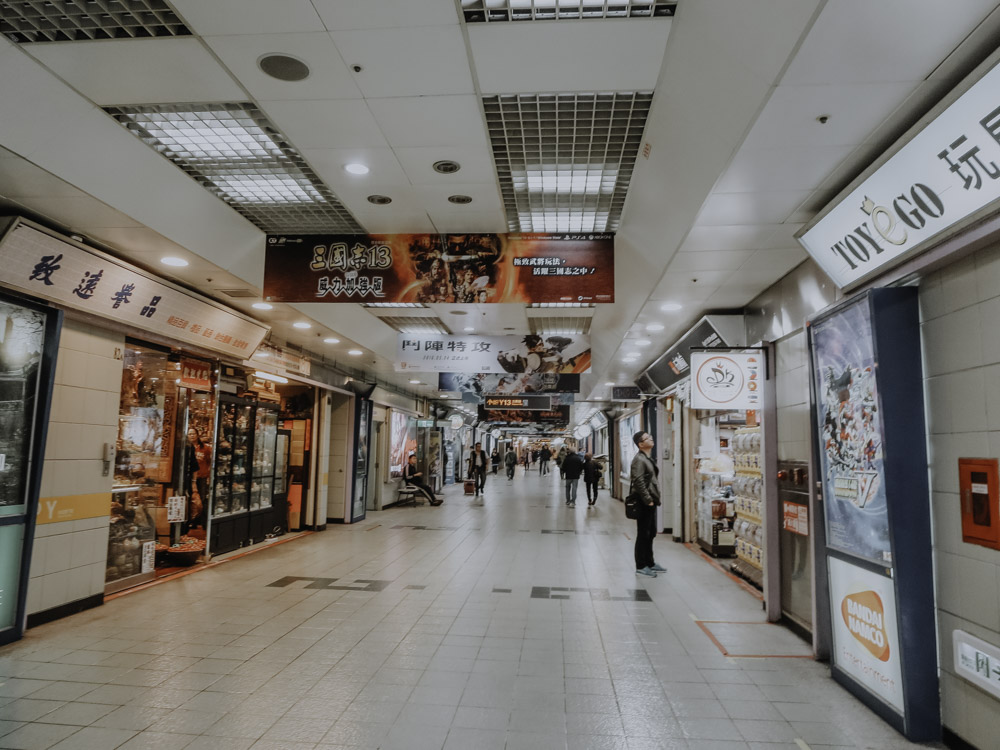 Indoor Activity in Taipeh - Shopping in the Taipei City Mall