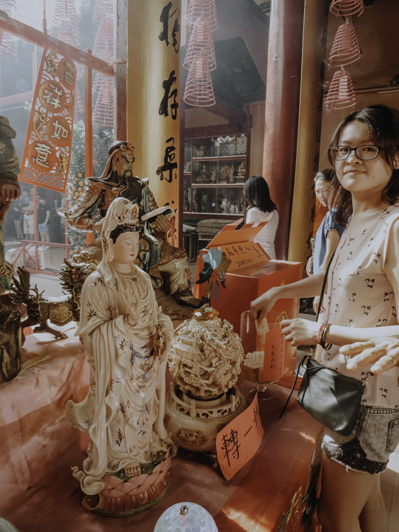 Guan Di Statue im Tempel in Kuala Lumpur